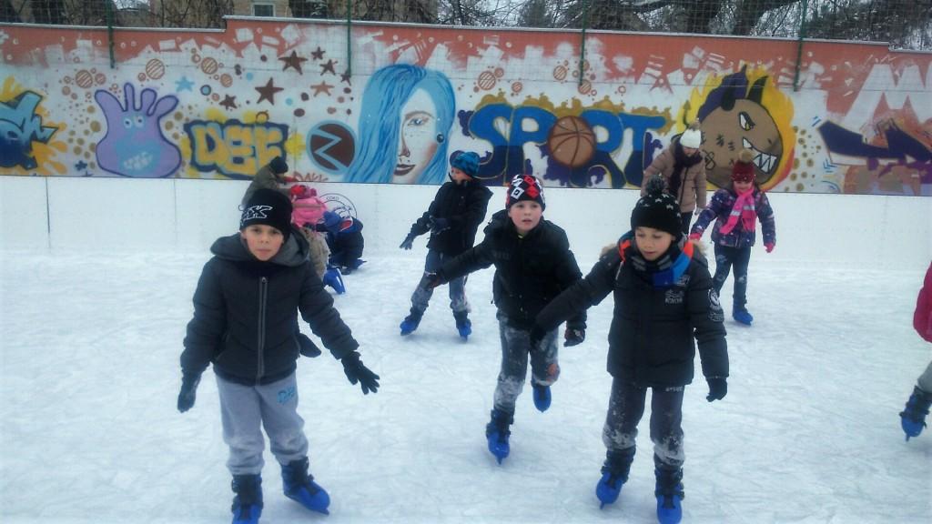 a bácsgyulafalvi általános iskolások Zomborban koriztak