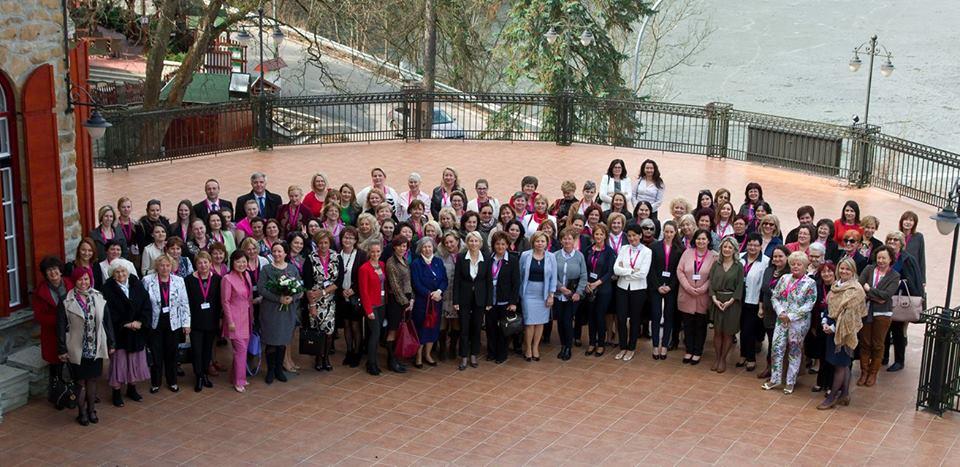 nőnapi csoportkép a részvevőkről